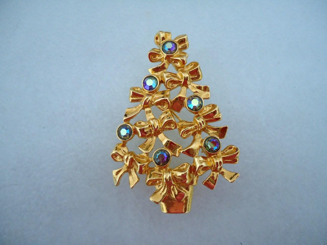 Vintage 1983 Avon Goldtone Christmas Bow Tree Aurora Borealis Rhinestones Brooch - $20.00