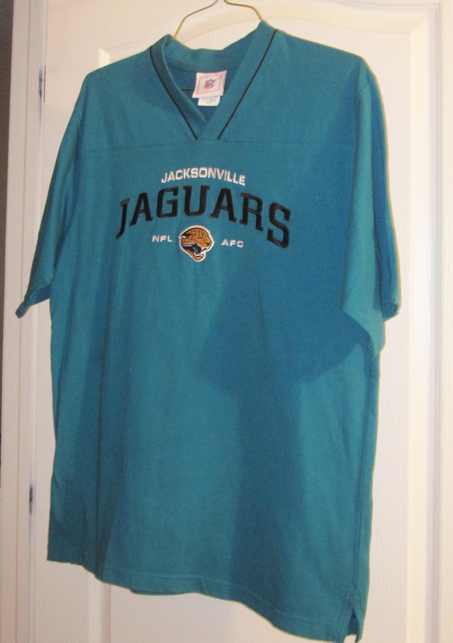 Jacksonville Jaguars NFL Pullover  Shirt Size Medium