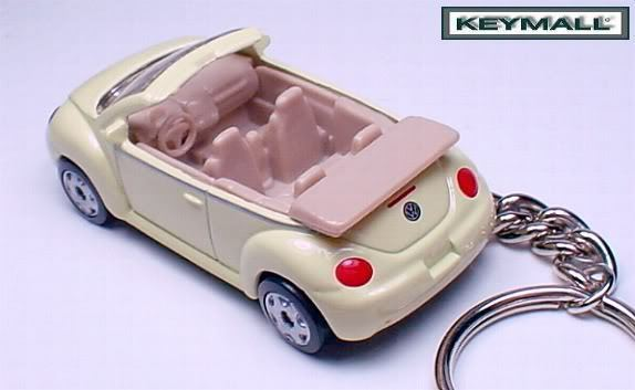 KEY CHAIN YELLOW/BEIGE VW NEW BEETLE COX CONVERTIBLE !