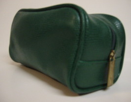 Signature Club A Makeup Cosmetic Case Bag Green - $10.00