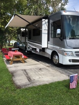 2016 Itasca SUNCRUISER 37F Used Class A For Sale In Tampa, FL 33688 image 3