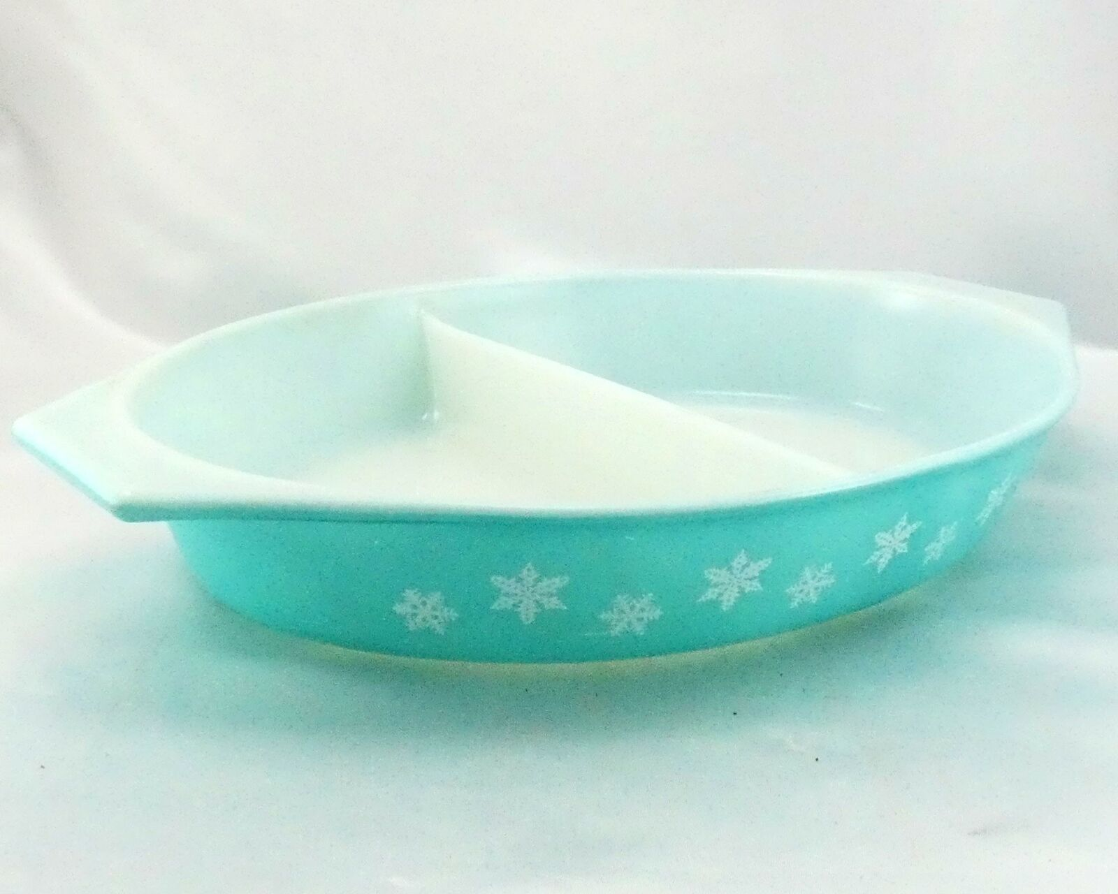 Pyrex Snowflake Turquoise Divided Dish 1.5qt ~ Made in the USA
