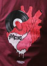 IN King Uomo Burgundy Records Musica a Mio Cuore Regolare T-Shirt USA Fatto Nwt image 2