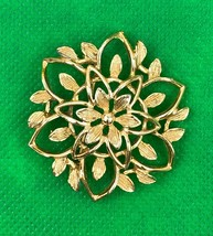 Vintage Sarah Coventry Flower Signed Gold Tone Brooch Pin Collectible - $8.60
