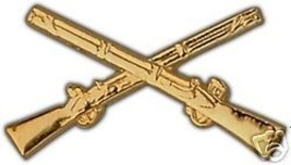 ARMY INFANTRY CROSSED RIFLES MILITARY GOLD HAT PIN - $13.53