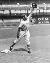 Mel Ott 8X10 Photo New York Giants Ny Picture Baseball Mlb Fielding - $3.95
