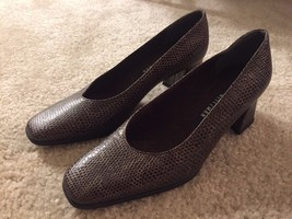 Stuart Weitzman Marymid Pump Brown Reptile Leather Size 6 B Made in Spain - $37.99
