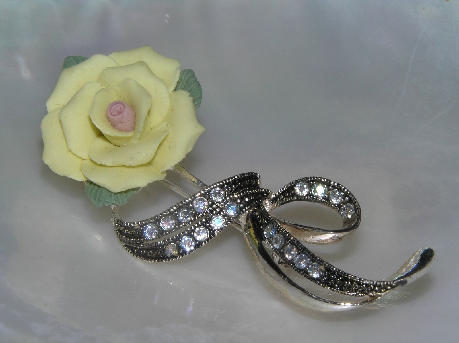 Vintage AVON Pale Yellow Porcelain Rose Flower w Silvertone Ribbon Encrusted