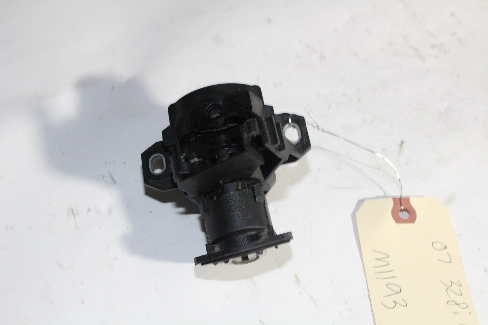 2007-10 E92 BMW 328i COUPE REAR TRUNK LID LOCK CYLINDER ASSY no key M1193