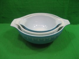 Vintage Set of Three (3) Nesting Pyrex Blue Snowflake Bowls - $39.23