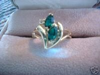 Ladies V Design Oval Austrian Crystal Emerald Ring NIB
