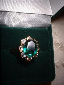 Ladies Oval Imitation Emerald Crystal Ring NIB