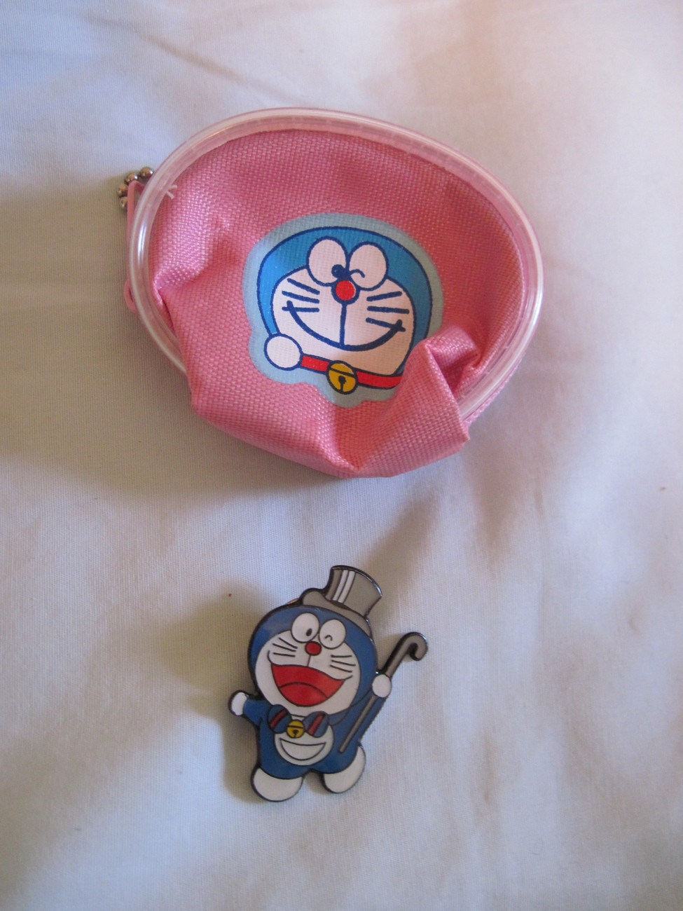 Japan anime Doraemon pin and pouch