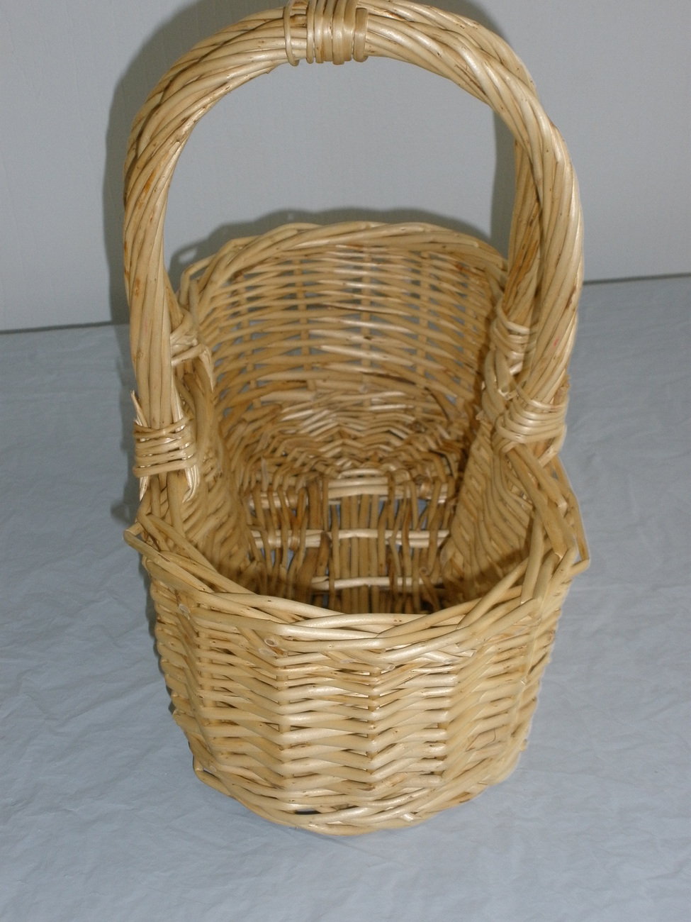 wicker basket with handle baskets. Black Bedroom Furniture Sets. Home Design Ideas