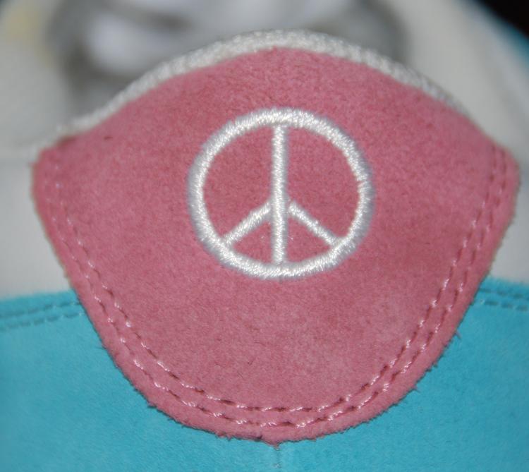 Skechers  Peace Pastel Nubuck Sneaker Sz 9.5 M