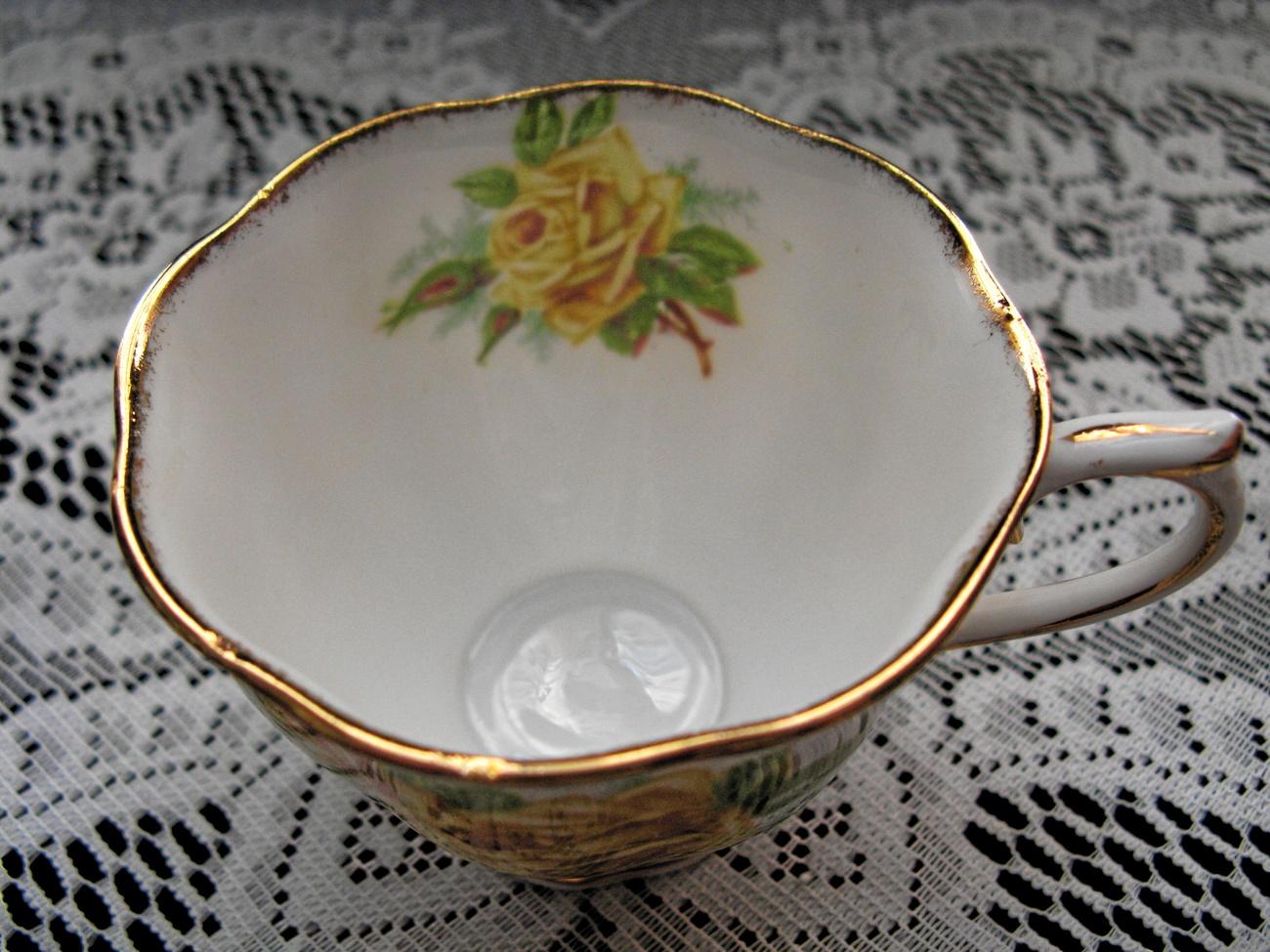 ROYAL ALBERT Vintage Bone China TEA ROSE Cup & Saucer