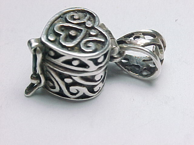 Primary image for STERLING SILVER HEART KEEPSAKE BOX PENDANT - Designer signed - FREE SHIPPING