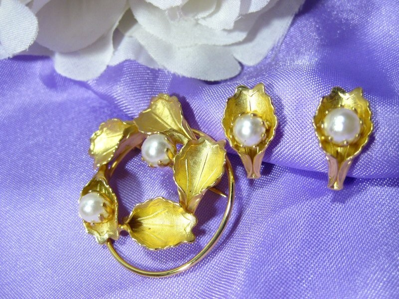 Vintage CONTINENTAL  Brooch & Earrings w/Faux Pearls