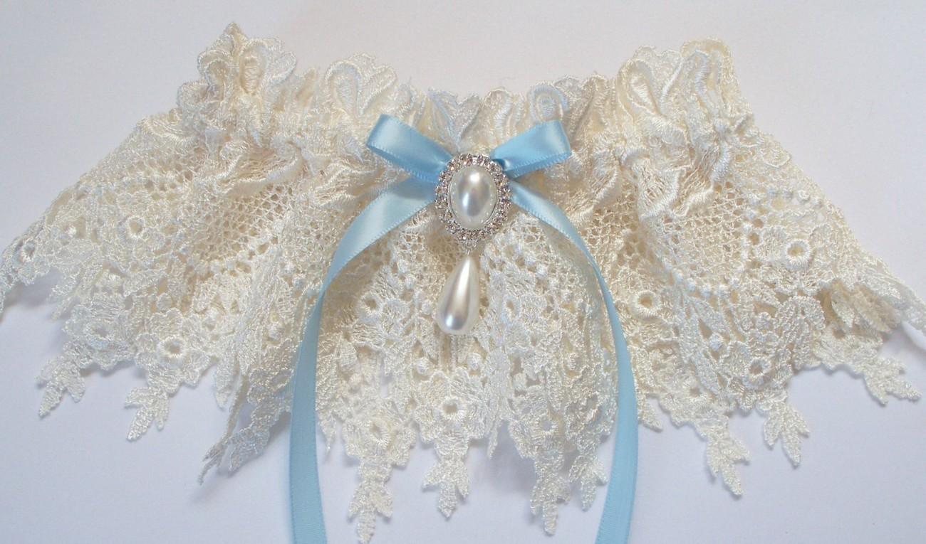 JESSICA Heirloom Ivory Venise Lace Garter with Light Blue Bow Topped by a  Pearl