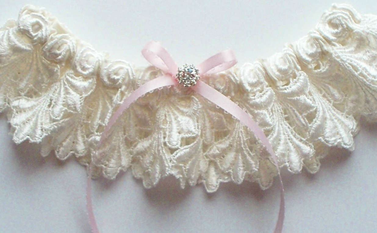 La Petite JILLIAN Garter in Ivory Venise Lace with Light Pink Picot-Edge Ribbon