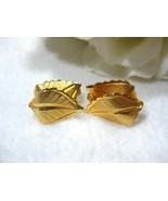 Vtg Gold Tone Textured Leaf Clip On Earrings GI... - $7.99