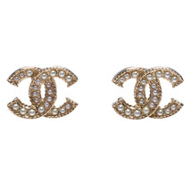 AUTH CHANEL 2019 CC GOLD PEARL STUD LOGO CLASSIC Earrings