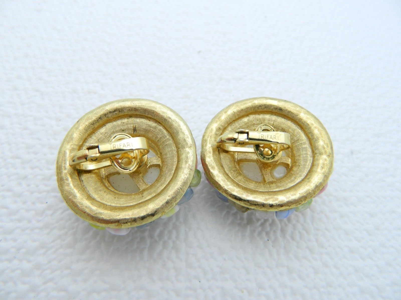 VTG CROWN TRIFARI Sign Gold Tone Multi Color Beaded Art Glass Clip Earrings