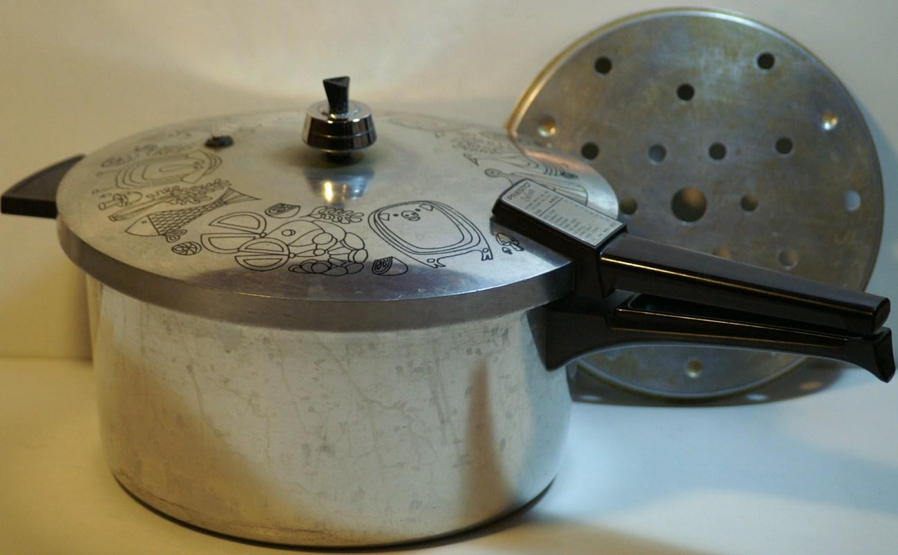 Vintage 6 Qt Presto Deluxe Pressure Cooker Cookware