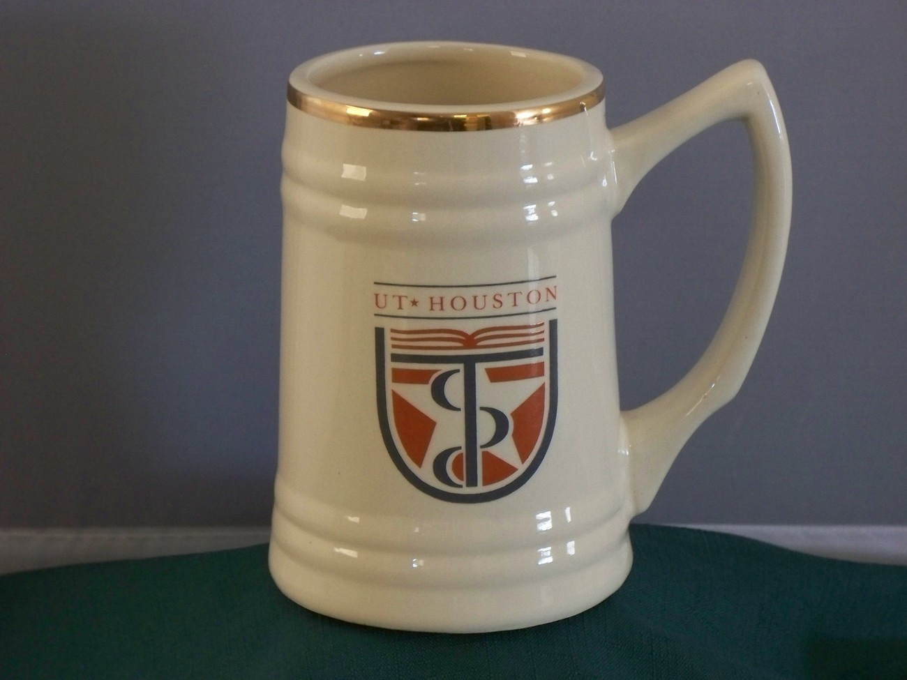 UT Houston 28 Oz Stein Mug Very Good Condition