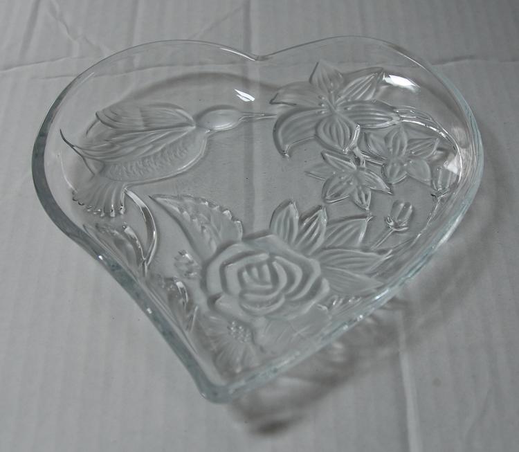 Glass heart dish 001