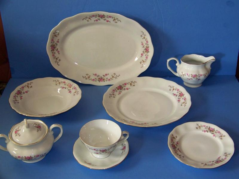 Favolina Set Of Dishes Poland Floral Pretty