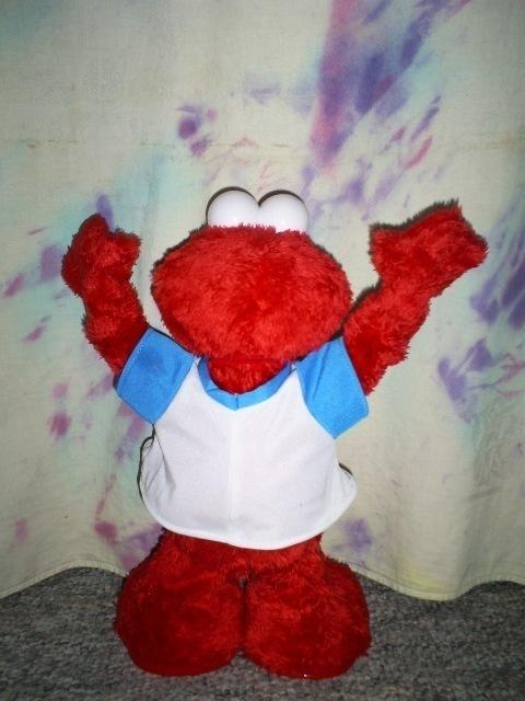 Cheering Elmo Talks and Moves, Like New