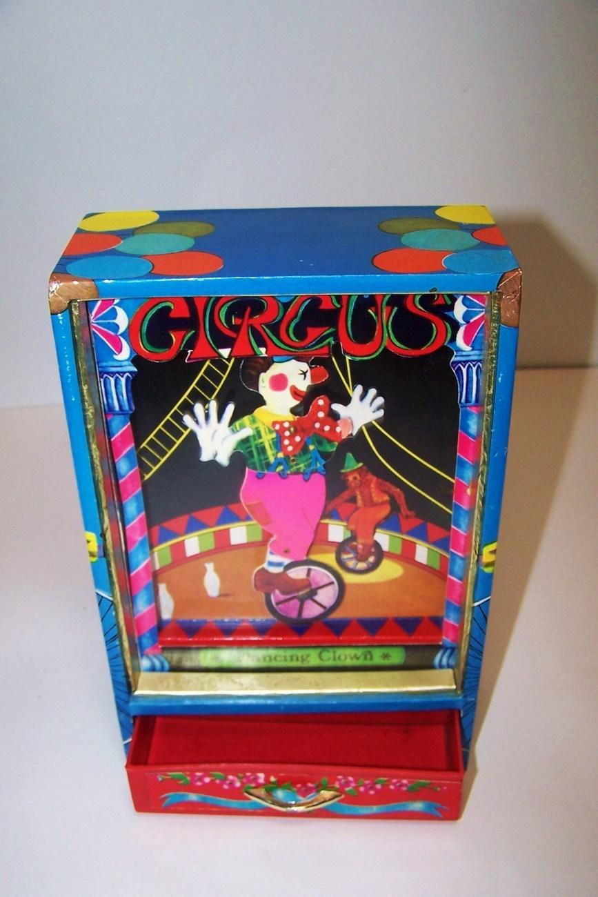 Vintage shadow box music box