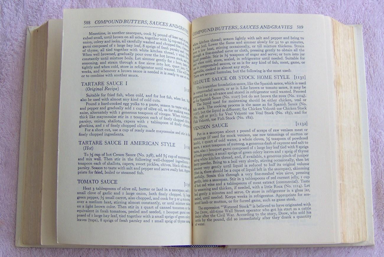 The Gold Cook Book by Louis P. De Gouy 1960 Hardcover Cookbook