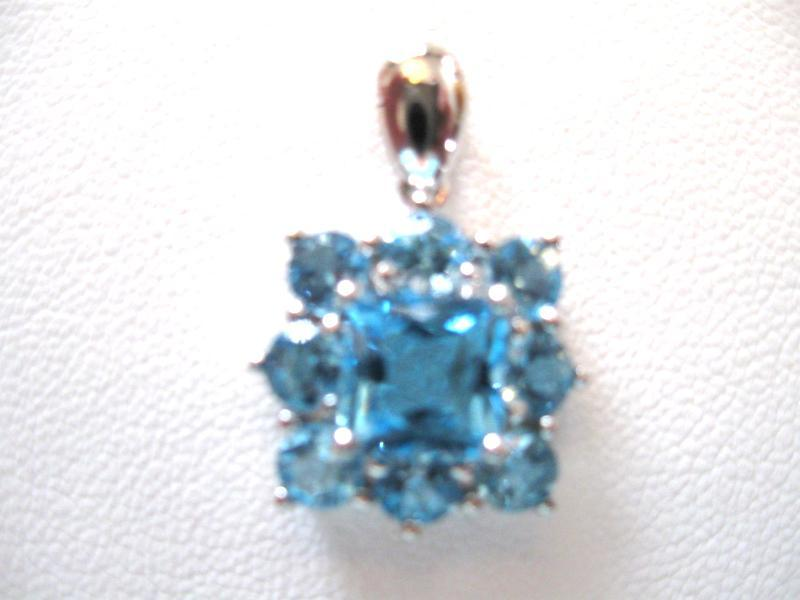PENDENT, 14K BLUE TOPAZ, SET IN WHITE GOLD. GET A FREE GIFT!!
