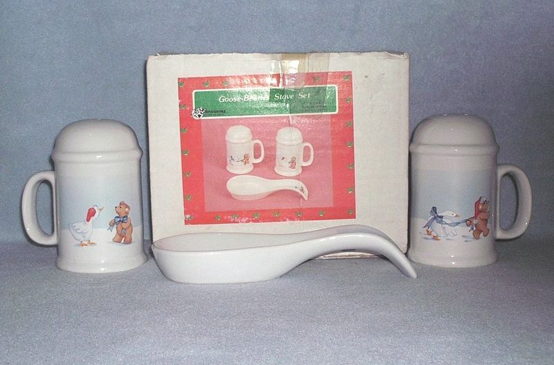 Primary image for House of Lloyd Goose Bearies Stove Set Salt & Pepper Spoon Rest 1989 with Box