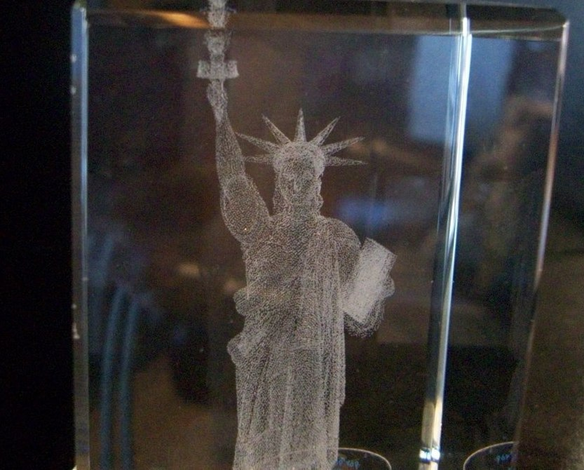 Crystal Paperweights, 3D Images,Statue of Liberty by Jaffa, New in Box