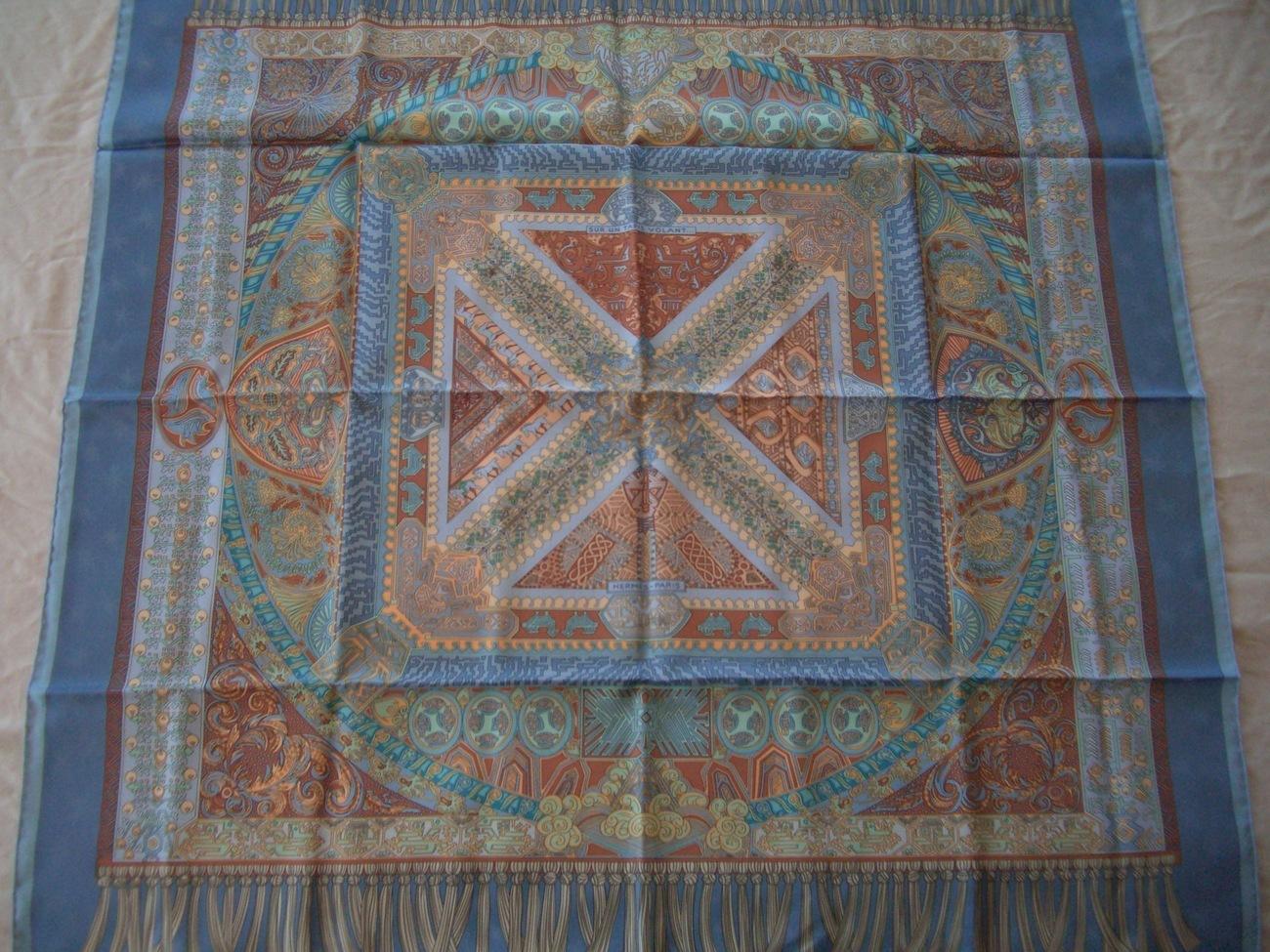 hermes scarf sur un tapis volant blue silk. Black Bedroom Furniture Sets. Home Design Ideas