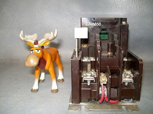 Cutler Hammer NEMA Size 0 Starter B10BG0 Muti-volt coil