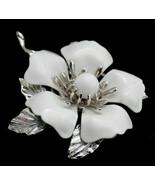 Vintage Signed Sarah Coventry white enamel flower Brooch - $14.84