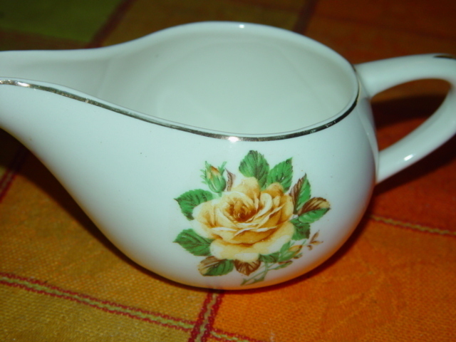 Unknown Yellow Rose Gravy Boat / Gravy Bowl With Gold Trim
