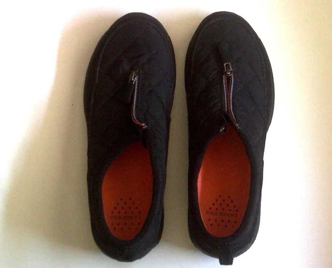 walking shoes lands end black quilted zipper closure