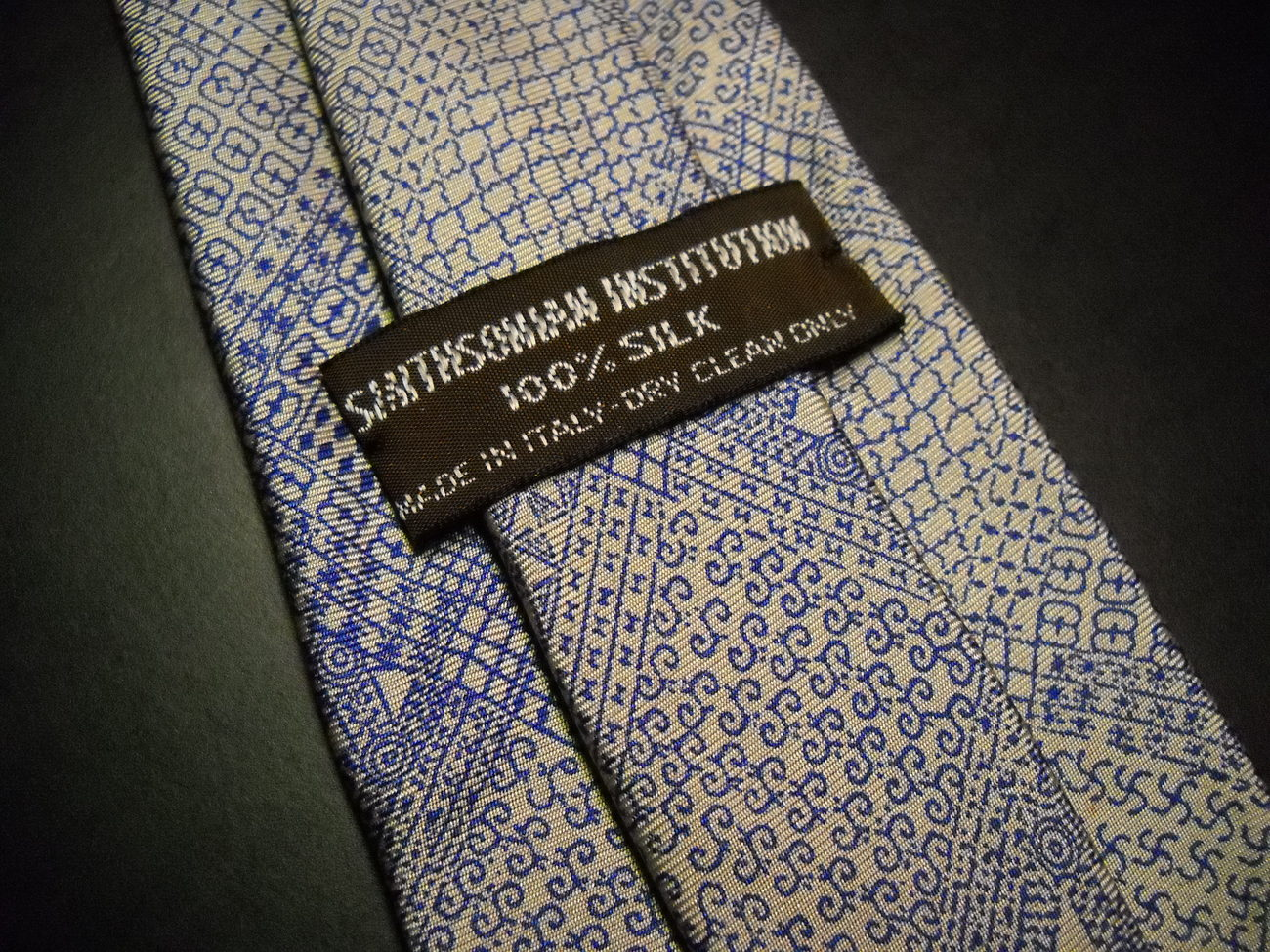 Smithsonian Institution Neck Tie Made in Italy Greys and Blues Sheen Vintage?