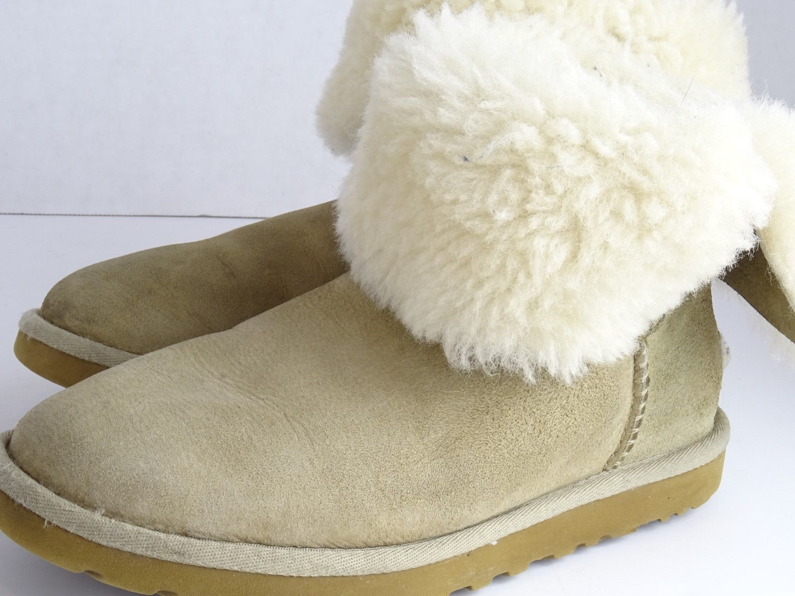 2ab00a592af UGG Bailey Button Chestnut Brown S/N 5803 and 15 similar items