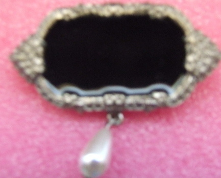 Black Onyx Brooch w/Pearl Drop
