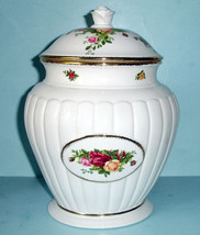 Royal Albert OLD COUNTRY ROSES Large Fluted Cookie Jar Covered w/ Rose F... - $54.90