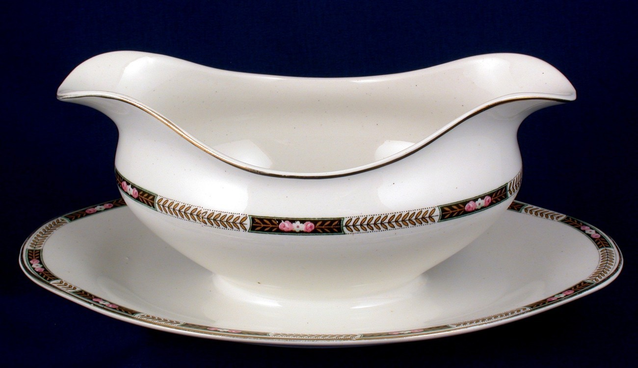 Johnson Bros JB45 Gravy Boat w Attached Underplate Exc - $18.00