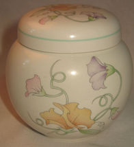 An attractive vintage Sadler small Ginger Jar and Cover decorated in the... - $22.76