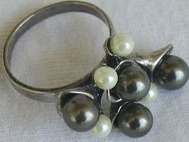 Brown  and white grapes ring 1 thumb200