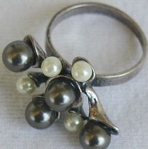 Brown  and white grapes ring 2 thumb200